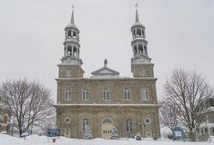 Scène de chute de neige d'hiver d'église dans le saint-Eustache Photos libres de droits