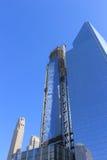 Scène de construire un gratte-ciel dedans en centre ville, New York Photos stock