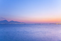 Scène de coucher du soleil au-dessus de l'océan Photos stock