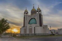 Scène de coucher du soleil avec la cathédrale patriarcale de la résurrection du Christ kiev Photographie stock