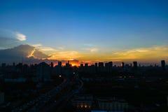 Scène de coucher du soleil dans la ville Photos libres de droits