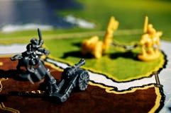 Scène de guerre avec un jeu de société photos libres de droits