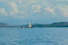 Scène de la mer Méditerranée Yachts blancs magnifiques Service de location de canot automobile Voyage de yacht en Europe Photo stock