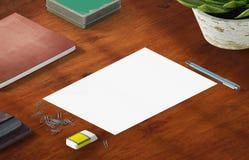 Scène de maquette, blanc de papier avec la décoration Photographie stock libre de droits