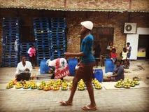 Scène de marche de rue en Afrique du Sud Photographie stock libre de droits
