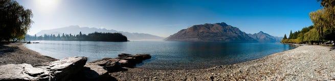 Scène de montagnes avec le ciel bleu Image libre de droits