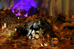 Scène de nativité de Noël avec des figurines comprenant Jésus, Mary, Joseph, et moutons Image libre de droits