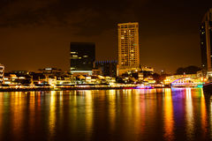 Scène de nuit de Colorfull de rivière de Singapour, question de Clark Image libre de droits