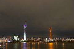 scène de nuit de Dusseldorf Allemagne Photographie stock