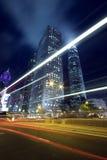 Scène de nuit de Hong Kong avec le feu de signalisation images stock