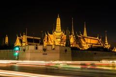 Scène de nuit de kaew de pha de Wat avec la lumière d'exposition Images stock