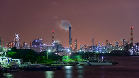 Scène de nuit des usines Photographie stock libre de droits