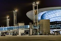 Scène de nuit de façade d'aéroport de Montevideo Photos stock