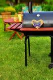 Scène de partie de barbecue sur l'arrière-cour Image libre de droits