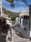 Scène de rue à Mijas un des villages 'blancs' les plus beaux image libre de droits