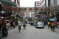 Scène de rue d'une ville régionale en Chine Images stock