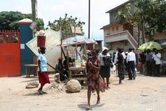 Scène de rue dans le chapeau Haitien Images libres de droits