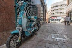 Scène de rue dans le secteur de Deira, Dubaï image libre de droits