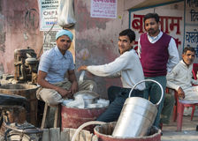 Scène de rue : manuellement fabrication de la crème glacée  Photo libre de droits