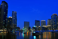 scène de scape de nuit du Dubaï de 6 villes Photographie stock libre de droits