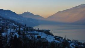 Scène de soirée au lac Walensee photos stock