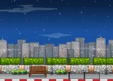 Scène de ville avec des édifices hauts la nuit illustration stock