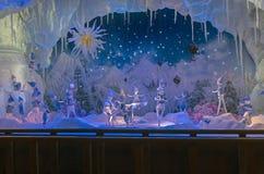 Scène fantastique dans la fenêtre de boutique de Paris Photo stock
