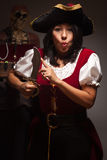 Scène femelle dramatique de pirate Photos stock