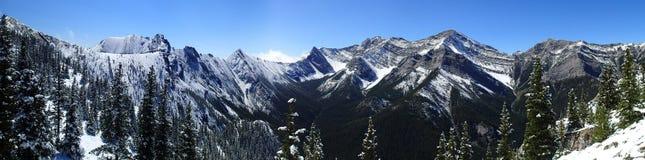 Scène fraîche de montagne de neige de lac barrier Photo stock