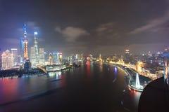 Scène le fleuve Huangpu de nuit de porcelaine de Pudong Changhaï photos libres de droits