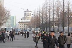 Scène occupée de banlieusard à Pyong Yang près de station de métro Image libre de droits