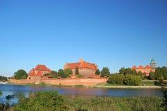 Scène pittoresque de château de Malbork sur la rivière de Nogat, Pologne Image libre de droits
