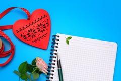 Scène plate de configuration : préparez à la lettre de Valentine Photo libre de droits