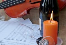 Scène romantique avec la musique de violon et de feuille Image stock