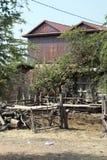 Scène rurale de stylo animal vide dans le village photographie stock libre de droits