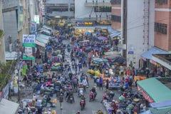 Scène serrée et occupée au marché Image libre de droits