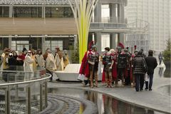 Scène sous tension de nativité au hub d'affaires, Milan, #02 Photographie stock libre de droits