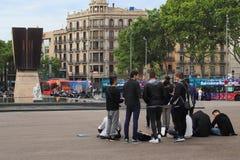 Scène sur la place de la Catalogne, Barcelone photos stock