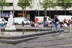 Scène sur la place de la Catalogne, Barcelone photo libre de droits