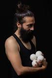 Scène tendre d'un jongleur de cirque Photographie stock libre de droits