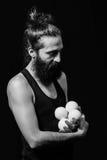 Scène tendre d'un jongleur de cirque Images libres de droits