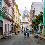 Scène urbaine dépeignant la durée à vieille La Havane Photo libre de droits