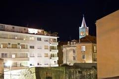 Scène urbaine de nuit de zone de Zadar Photographie stock