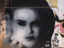 Scène urbaine prospère d'art de graffiti et de rue à Sétubal, près de Lisbonne, le Portugal, 2014 Photos libres de droits