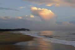 Scène van het de Zon de vastgestelde Strand van Srilankan Stock Foto