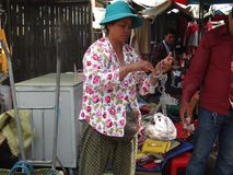 Scène van openluchtmarkt in Phnom Penh - hoofdstad van Kambodja Royalty-vrije Stock Afbeelding
