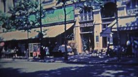 1969 : Scènes autour de Paris des restaurants populaires et de au-dessus de la ville banque de vidéos