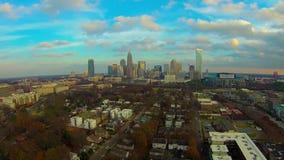 Scènes d'horizon et de rue de ville de Charlotte la Caroline du Nord banque de vidéos