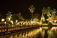 Scènes de nuit de temple dans Sukhothai Photo libre de droits