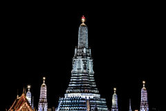 Scènes de nuit de Wat Arun sur la lumière blanche Photographie stock